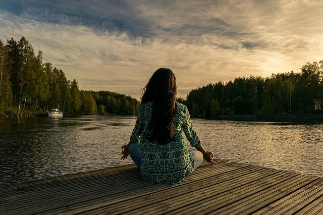 meditace u jezera.jpg
