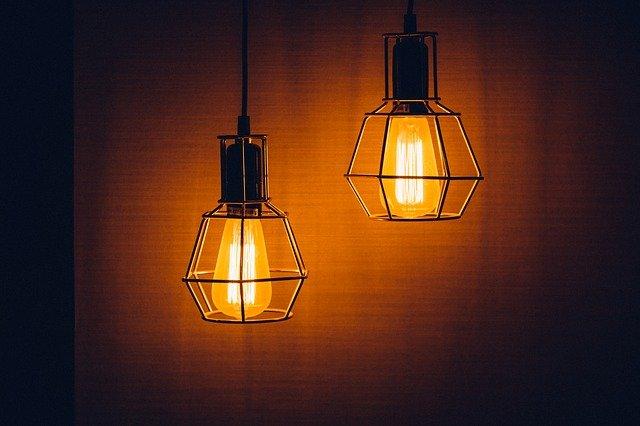 dvě staré lampy.jpg