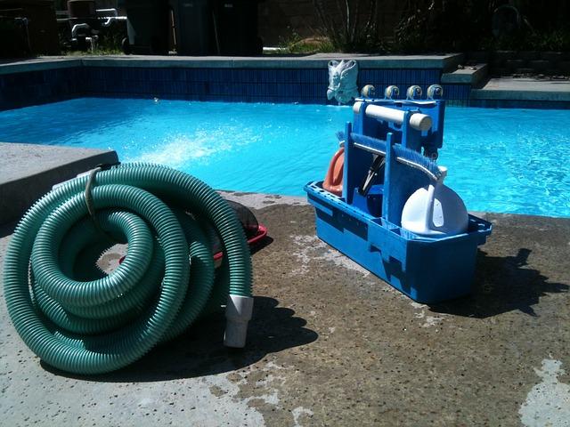 stroj na čištění bazénu